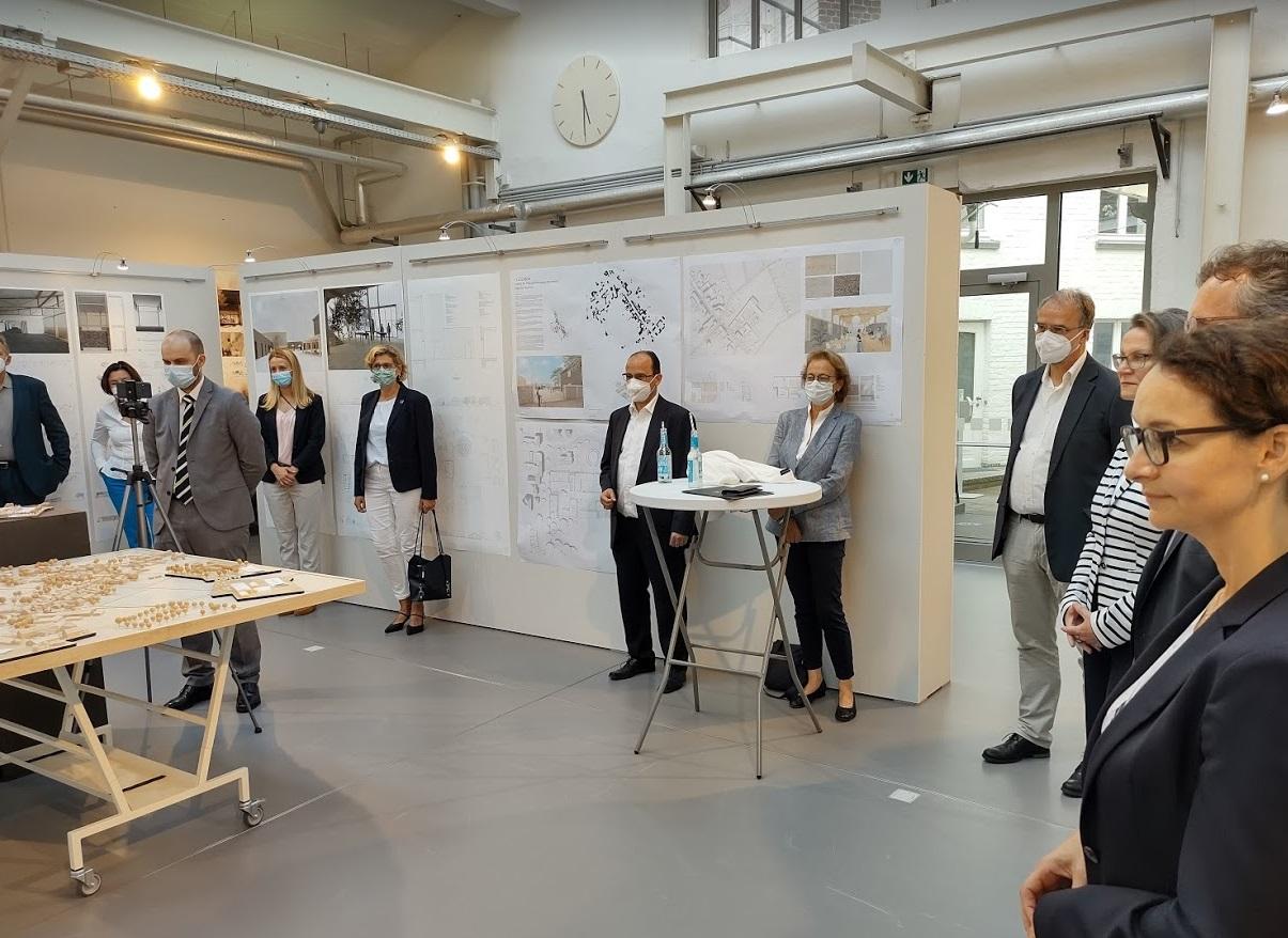 Die Preisträger und Gäste der Finissage und Preisverleihung im Forum der Stiftung in Köln